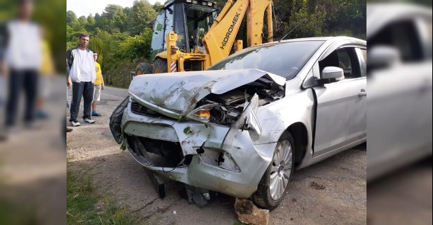 Akçakoca'da maddi hasarlı kaza