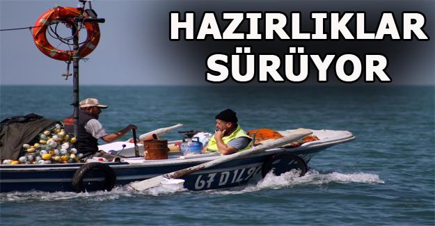 Kıyı balıkçıları hazırlıklarını ara vermeden sürüdürüyor
