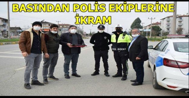AKÇAKOCA BASININDAN POLİSLERE İKRAM