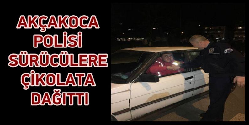 AKÇAKOCA POLİSİ TAKDİR TOPLADI
