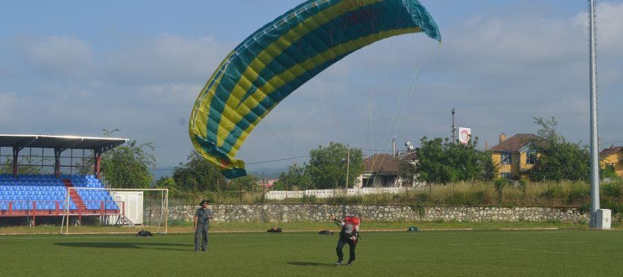 Akçakoca'da Yamaç Paraşütü Eğitimi  veriliyor