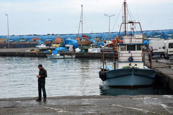 Balıkçılar limana demir attı (VİDEOLU)