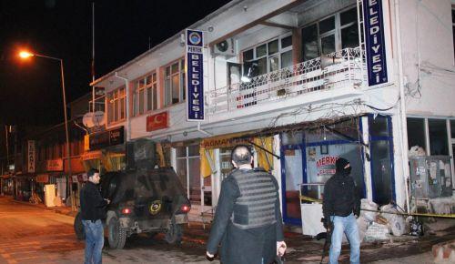 Belediye ve ak parti ilçe teşkilatına molotoflu saldırı