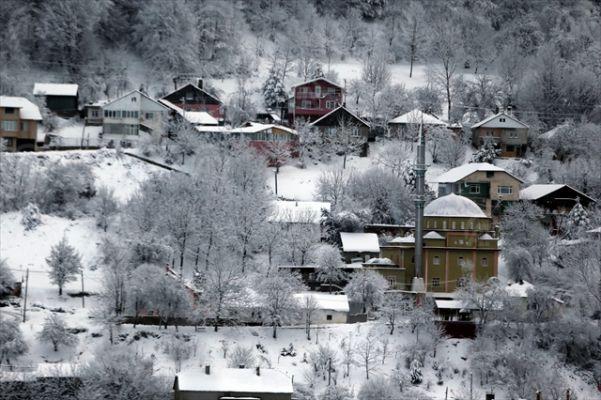 Düzce ve Bolu'da kar yağışı