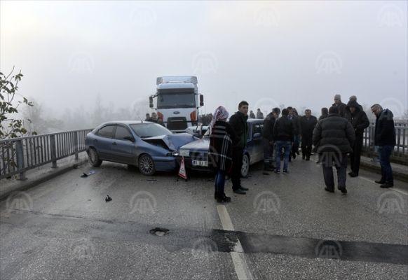 Düzce'de zincirleme trafik kazası: 14 yaralı