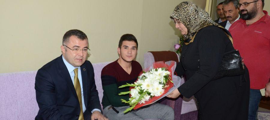 Keskin, Ayağının Tozuyla Gazi'yi Ziyaret Etti