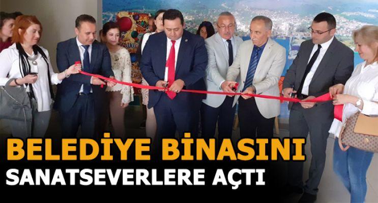 'RENKLERİN ESİNTİSİ' KARMA SERGİSİ AÇILDI