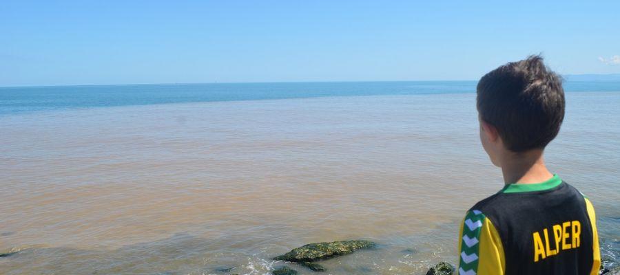 Sağanak Sonrası Deniz Adeta Kahverengiye Boyandı