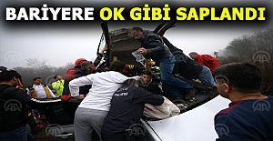 Kaza yapan sürücüyü kurtarma ekipleri...