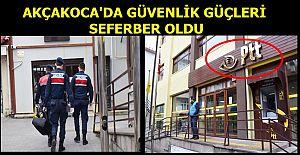 AKÇAKOCA'DA  JANDARMA POLİS BEKÇİ VE PTT YETKİLİLERİ YARDIMLARI ULAŞTIRIYOR