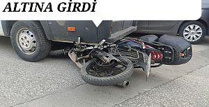 Akçakoca'da motorlu kurye kaza yaptı