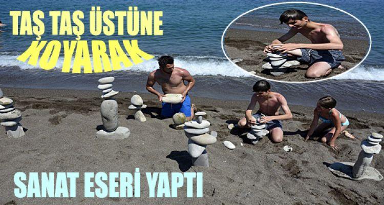 Kumsaldaki Taşlardan Sanat Eserleri İnşa Ediyor